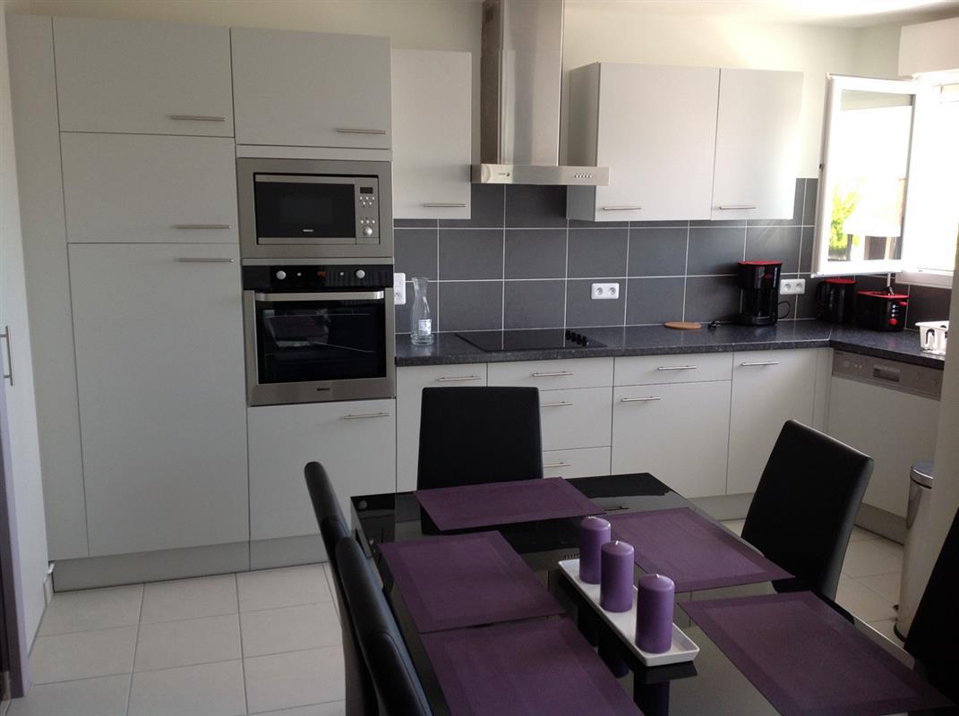 Location appart hotel bordeaux logement t3 mauve 2e for Meuble cuisine mauve