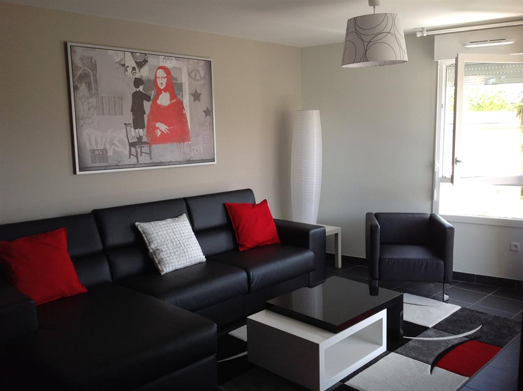 Location appart hotel bordeaux logement t3 rouge for Appartement meuble bordeaux