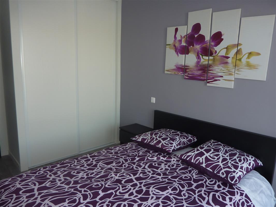 Appartement t3 mauve location appartement meubl bordeaux appart hotel nuit e pessac - Chambre mauve noir ...